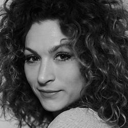 Actrice Eva van de Wijdeven speelt Gijsje in Huisvrouwen bestaan niet 2